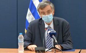 Ο καθηγητής Σωτήρης Τσιόδρας με μάσκα