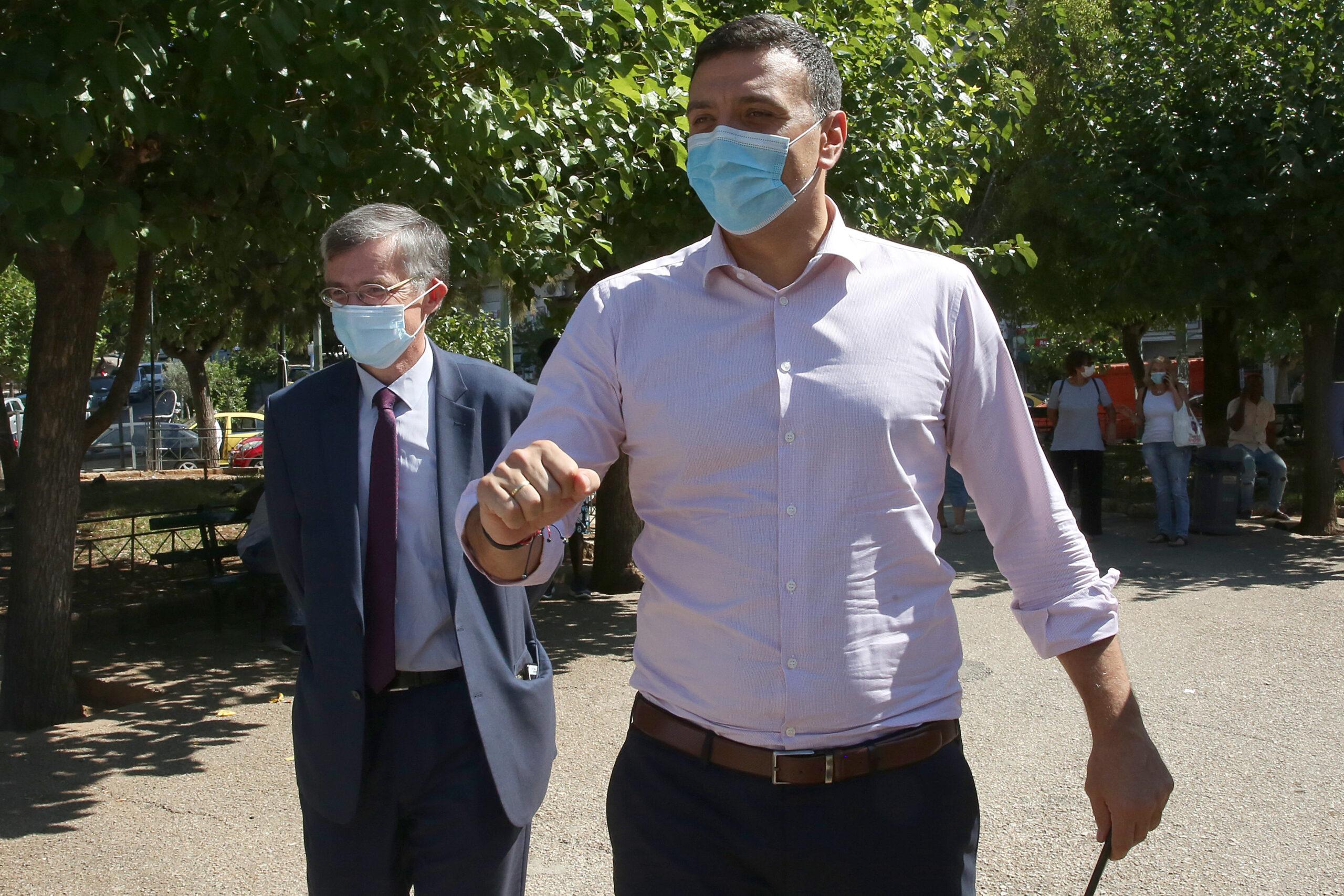 """Kορονοϊός: Στο """"κόκκινο"""" οι γειτονιές της Αθήνας – Τεστ στην πλατεία Κυψέλης παρουσία Κικίλια και Τσιόδρα – Τι δήλωσε ο καθηγητής"""