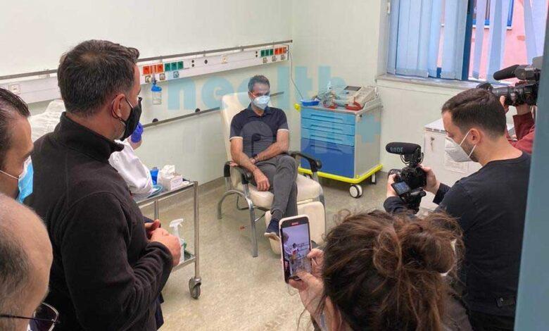 Εμβόλιο – Κορονοϊός: Εμβολιάστηκε ο πρωθυπουργός Κυριάκος Μητσοτάκης στο Αττικόν (φωτό)