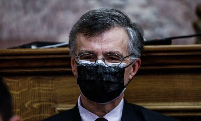 Τσιόδρας: Ανησυχία για τις μεταλλάξεις και την αύξηση των κρουσμάτων- Εμφάνιση με διπλή μάσκα