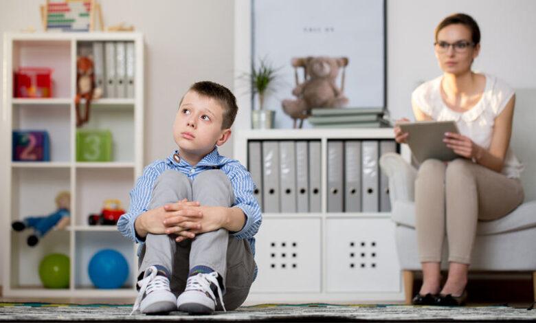 Σύνδρομο Άσπεργκερ: Τι είναι και με ποια συμπτώματα εκδηλώνεται